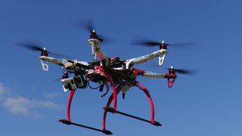Kliknite a pozrite naše videá o dronoch